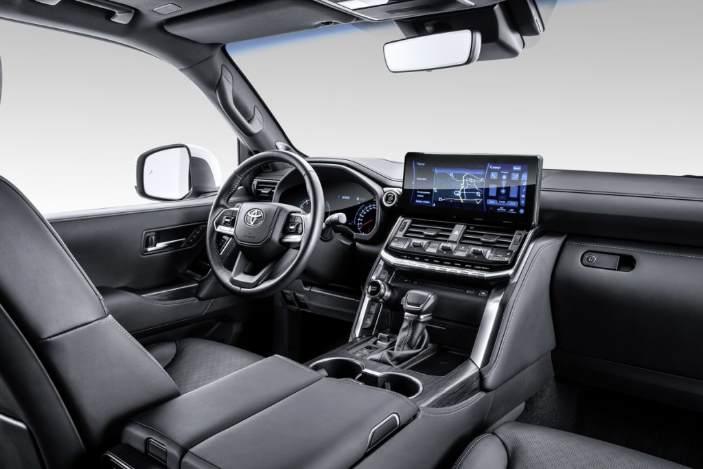 land cruiser 300 interior1 - Автоновости ДНР - Продажа и пригон авто из США, ОАЕ, Литвы, Грузии, Германии