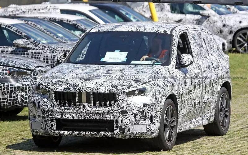 На тесты выехал обновленный BMW X1 (3 фото)