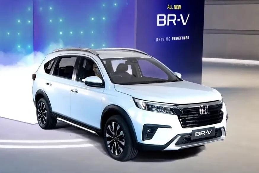Бюджетный кроссовер Honda BR-V сменил поколение: новый имидж и увеличенный дорожный просвет (6 фото)